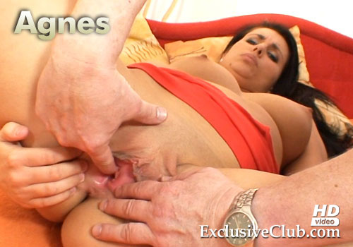 Agnes Pussy Gyno Speculum Gaping and Helping Hand