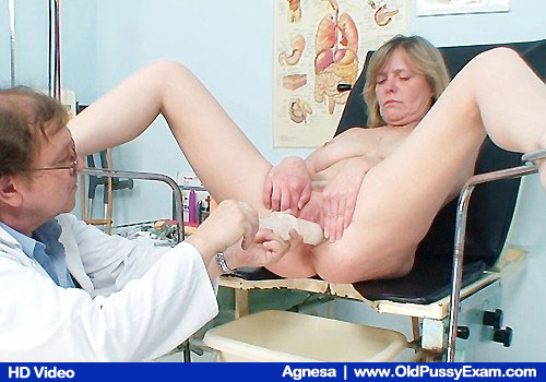 Agnesa Gets Mature Pussy Gyno Examined on Video