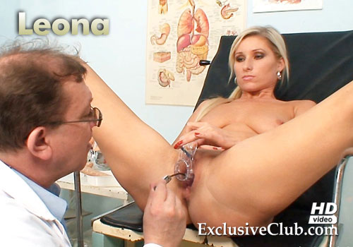 Leona Gyno Pussy Speculum Examination at Clinic